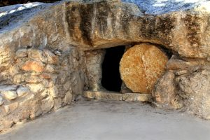 Replica of the tomb of Jesus in Israel, which represents the typical structure of a tomb from 1CE